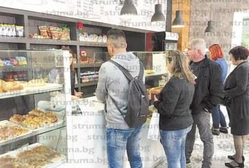 """""""Земя и хляб"""" първи в Благоевград вдигнаха цените, хлябът им скочи с до 40%, цех в """"Грамада"""" вдигна закуските с 10 ст."""