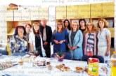 Счетоводителят и сестрата на IX ОУ почерпиха колегите си за рождените си дни с четири вида баници