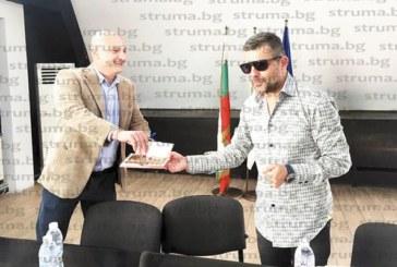 Благоевградският бизнесмен и общински съветник В. Миладонив почерпи за рождения си ден