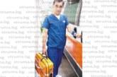 Паникьосани хора на пътя! Мъж държи 2-г. момче с главата надолу, д-р Корчев му спаси живота