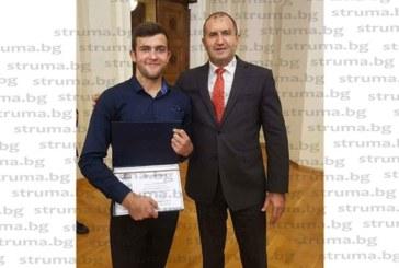 Гимназисти от Математическата с приз от президента