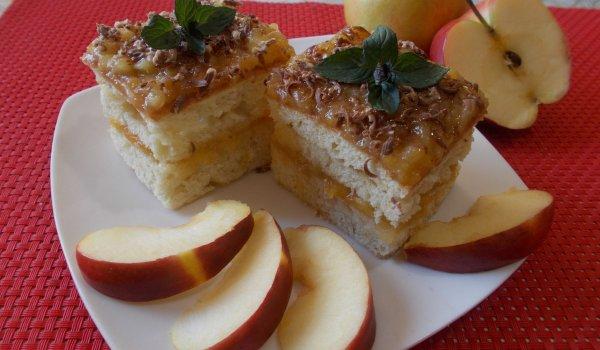 Сладкиш с крем от ябълки и тиква
