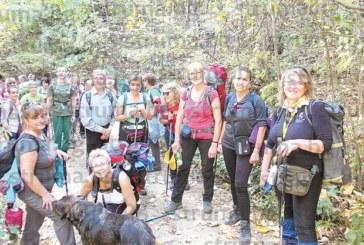 Кюстендилски туристи превзеха връх Милеви скали, потопиха се в минералните басейни на Варвара
