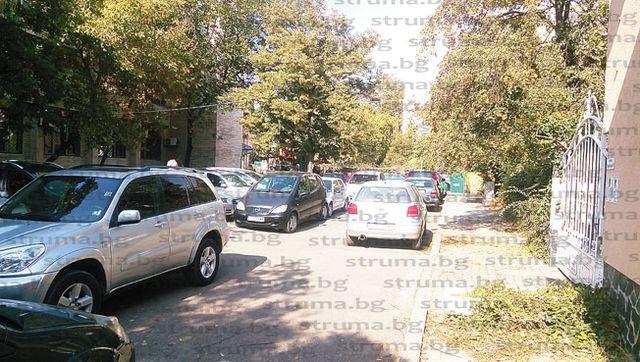 Благоевградчани: Готви ли се частен строеж на общинския паркинг до Съдебната палата