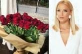 Жорж Башур засипва Емилия с рози