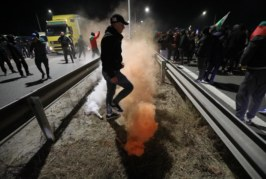 Протести и блокади в няколко града в страната