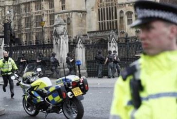 Полицията в Лондон отцепи площада до парламента