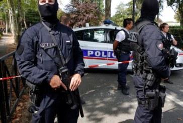 Жена се барикадира в банка, заплашва да я взриви