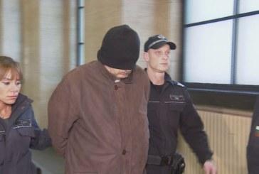 Подкупният данъчен, задържан с 15 000 лв., остава в ареста