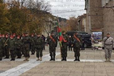 Министър Каракачанов пристигна току-що в Благоевград, изпраща тържествено 158 военнослужещи на мисия в Афганистан