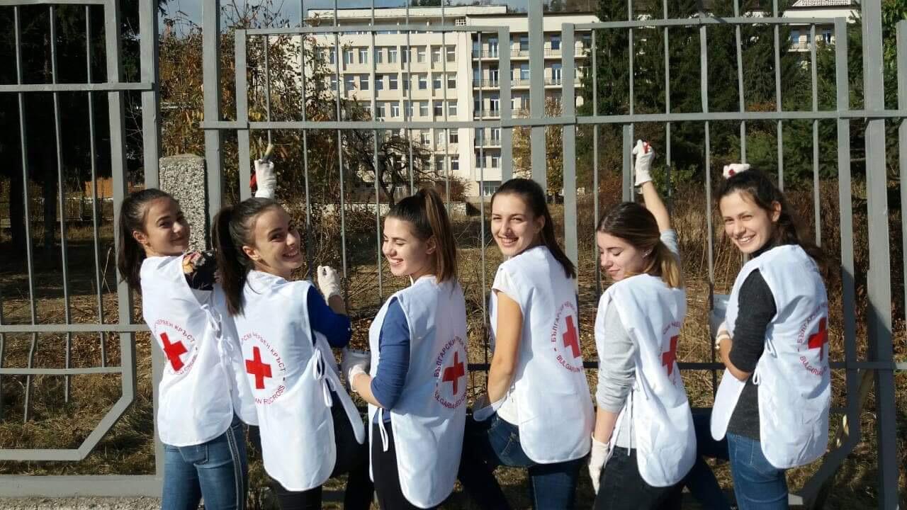 За 95 години здравеопазване в Разлог болницата грейна с освежена ограда