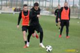"""Футболист на """"Беласица"""", депутатско чедо, игра един час пробно за канарчетата, изработи гол и пропусна сам срещу вратаря"""
