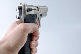 Разработиха пистолет, който звъни в полицията след изстрел
