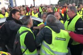 """Напрежението във Франция ескалира! 409 ранени по време на протестите на """"жълтите жилетки"""""""