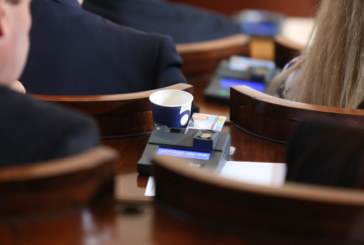 Предлагат глоба от 750 лв. за депутат, който не е в залата при поименна проверка