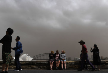 Метеорологич хаос! Пясъчна буря, пожари и сняг връхлетя Източна Австралия