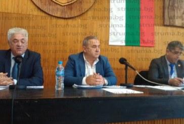 """Изненадващ ход Директорката на ОУ """"Е. Георгиев"""" помоли кмета М. Чимев да оттегли предложението си част от учениците да се преместят в бившия Педагогически колеж"""