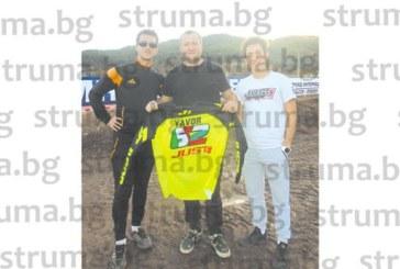 Най-бързият италианец Мануел Якопи загря с приятели на пистата край Бобошево преди днешния старт на най-старото състезание в света по мотокрос