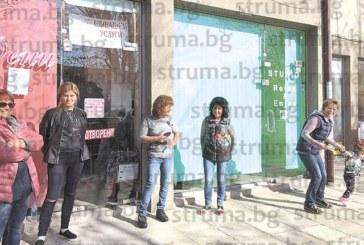 ЧИТАТЕЛИ СИГНАЛИЗИРАТ: Улица край училище в Благоевград тъне 10 г. в тъма, без една  лампа, след строителството на частна кооперация  Не можем да си видим ключалките, като затваряме магазините, страх ни е да не ни нападнат, оплакват се търговци от района