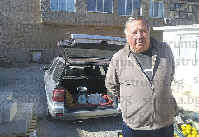 """Търговците на кооперативния пазар в жк """"Бистрица"""" негодуват, местят ги пред бл. 52"""