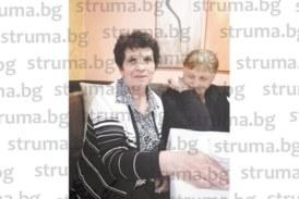 Дъщеря долетя инкогнито от САЩ за юбилея на майка си в Симитли