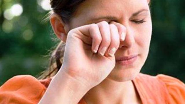 7 проблема, които могат да се случат, ако търкате очите си