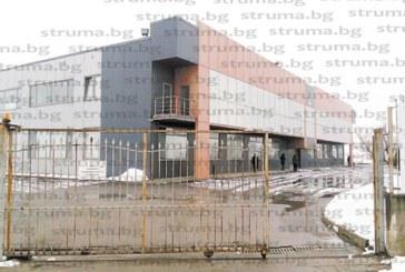 2 г. след старта си в Благоевград заводът на АLC закри линията за тапицерия на седалките за автомобили 100 работници отиват на борсата или в нежелания цех за волани