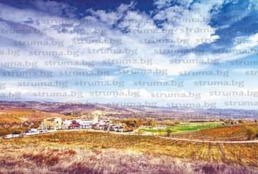 Социологът К. Стойчев закъса за посетители в имението в с. Зорница, спешно преустройва една от къщите за гости във винарна