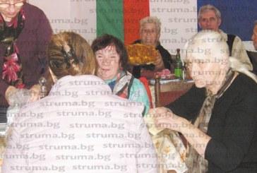 Пенсионери от Кюстендил си облизаха пръстите от питката на леля Верка