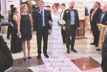 МЕНДЕЛСОН! Първият детски кмет на Благоевград Д. Станишев се ожени за прелестната Е. Калпачка пред 170 гости
