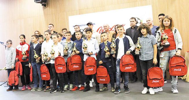 """12-г. талант от ОФК """"Пирин"""", син на търговци, взе наградата за най-добър млад футболист в България"""
