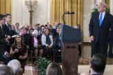 Белият дом се опита да вземе микрофона на репортер