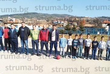 """Ученици от СУ – Сатовча победиха във футболно дерби """"Бащи срещу деца"""""""