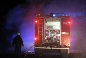 Огнеборци хвърчаха посред нощ в Симитли, горя гараж