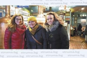 ЮЗУ преподавателки се прибраха навръх 8 декември след 7 дни лекции в университета в Биелско-Бяла с впечатления от живота в Полша: Поляците пият в автобусите от ранни зори, магазинерите с по-големи заплати от учителите,  студентите са тихи и любознателни