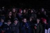Коледният дух завладя Благоевград! Стотици се събраха на площада в очакване да грейнат светлините на елхата