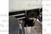 Камион пропадна в шахта в Благоевград