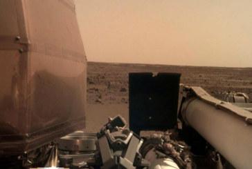 """Сондата """"ИнСайт"""" кацнала върху леко наклонен терен на Марс"""