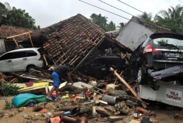 Продължава издирването на оцелели след смъртоносното цунами в Индонезия