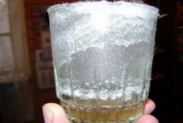 Прост тест със стъклена чаша показва дали имате негативната енергия в в дома си!