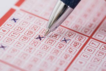 """Късметлийка купи """"грешен"""" лотариен билет и спечели"""