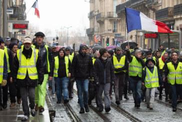 БУНТЪТ ВЪВ ФРАНЦИЯ! Блокади на пътища, десетки арести и сълзотворен газ