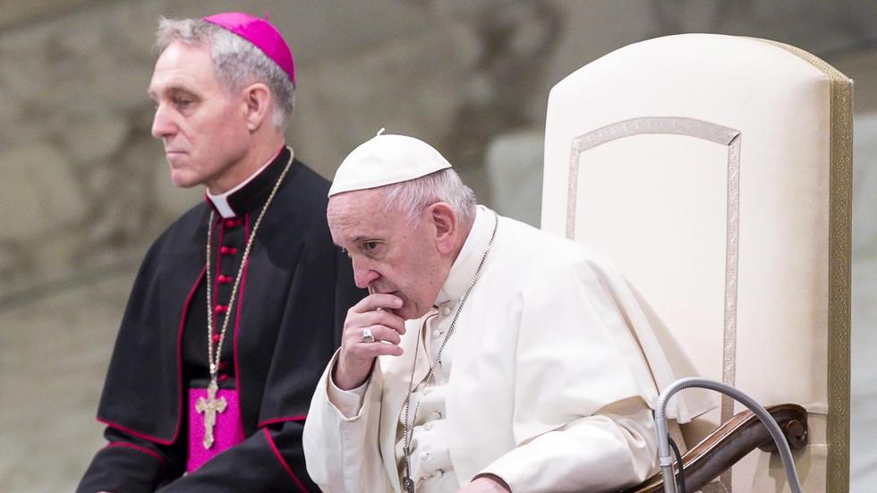 Папата с призив към свещениците педофили да се предават сами на правосъдието