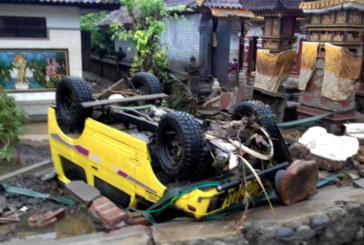 Смъртоносно цунами удари Индонезия, 168 загинали и стотици ранени