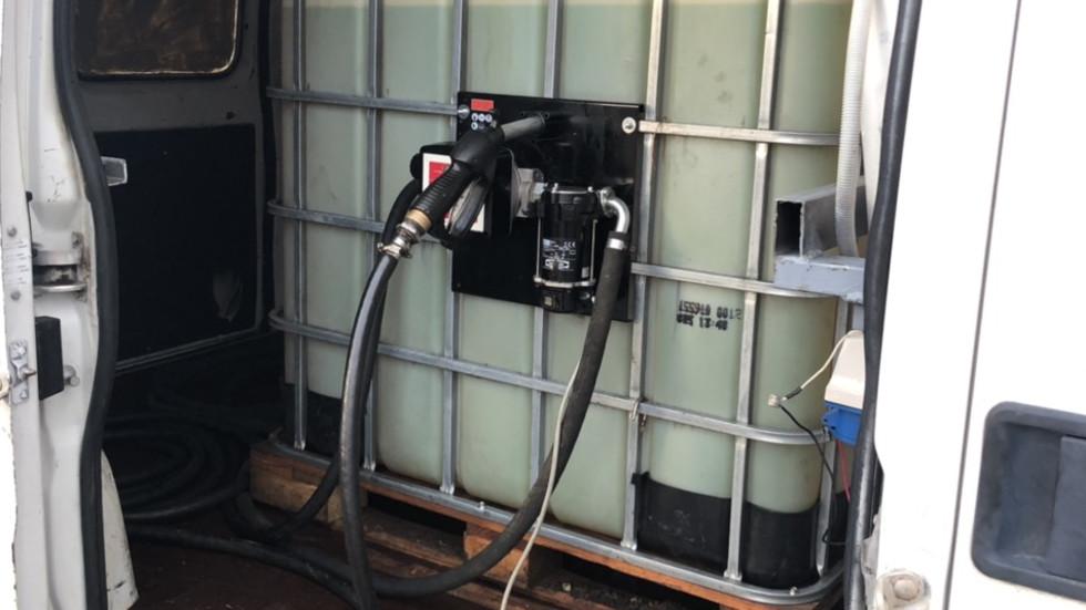 Разкриха две нелегални станции за зареждане на гориво