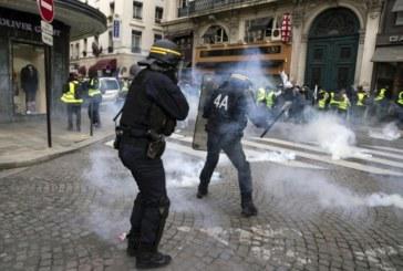 """Над 60 задържани в Париж при поредния протест на """"жълтите жилетки"""""""