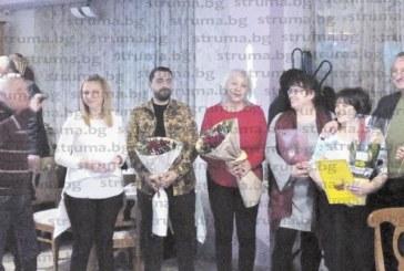 Уважение и признателност! Емблематични учителки от IV ОУ в Благоевград излязоха в пенсия, колегите им организираха трогателно изпращане