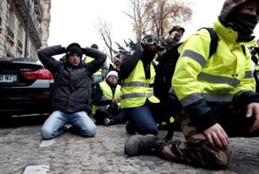 """Напрежение в Париж: Арести и сълзотворен газ на протеста на """"жълтите жилетки"""""""