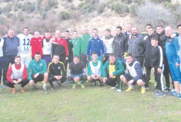 Цял отбор футболни звезди се събраха на стадиона в Кресна