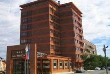 """За четвърти път сложиха на тезгяха хотел """"Разлог"""", собственост на строителните босове Николай Калоянов и Йордан Каназирев, цената се срина до 640400 лв."""
